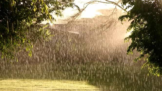 Cod galben și portocaliu de ploi torențiale! Vezi unde va lovi urgia!