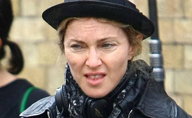 Madonna, pozează doar în lenjerie transparentă la cei 60 de ani (4)
