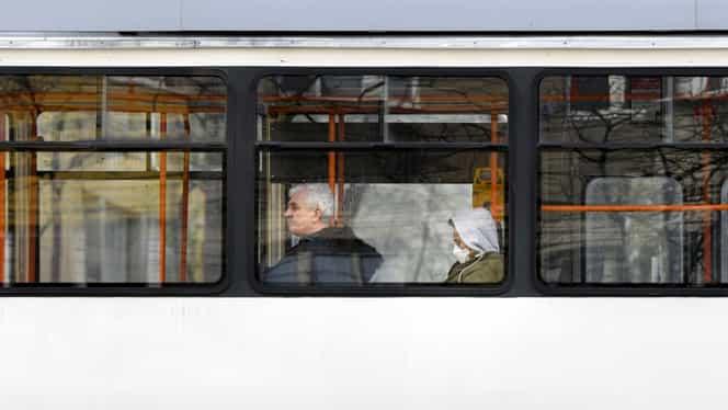 Un pensionar de 80 de ani a murit într-un tramvai în București. Bărbatul circula în afara orelor impuse de autorități