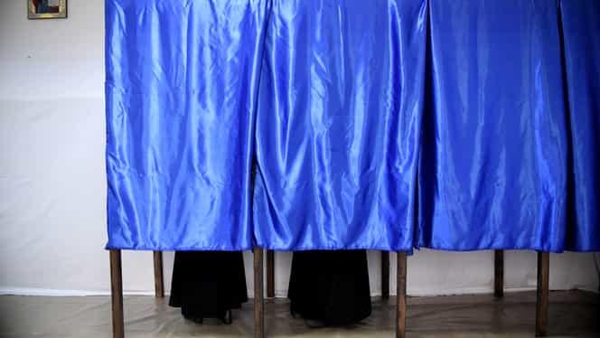 Incidente la o secţie de votare din Giurgiu. Doi oameni în cabina de vot. Acuzaţii grave ale USR