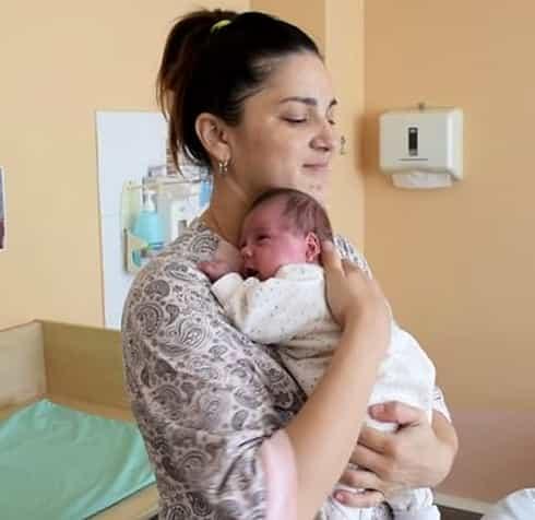 O femeie a născut a doua oară la două luni de la prima naștere. Cum explică medicii acest caz extrem de rar