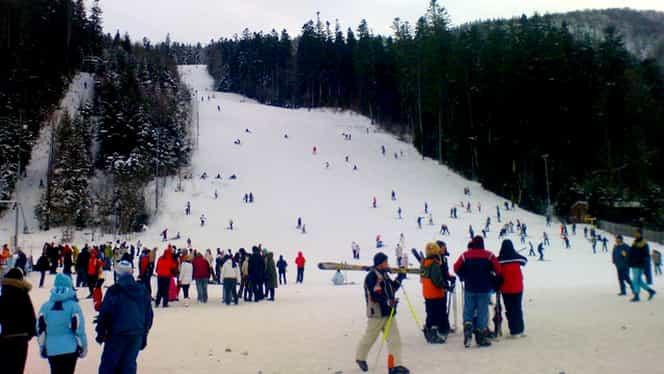 Iarna la munte: Când se deschid primele pârtii. Tunurile de zăpadă au fost puse în funcțiune