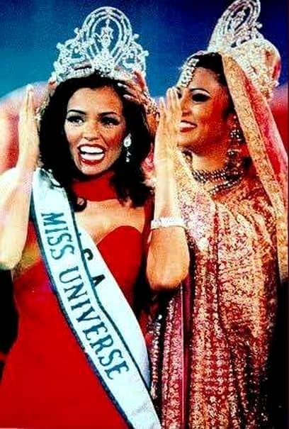 Doliul în lumea artistică! Chelsi Mariam Pearl Smith, fostă Miss America și fostă Miss Universe în 1995, a încetat din viață după o lungă suferință. Femeia suferea de cancer și a murit la doar 45 de ani.