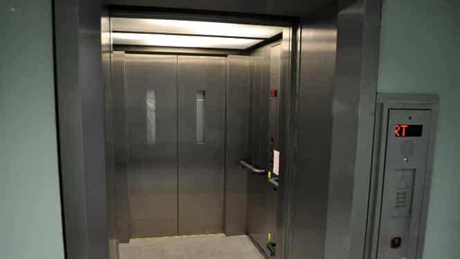 Clipe de groază pentru o cântăreață de muzică populară! A căzut cu liftul în gol 4 etaje, la mall