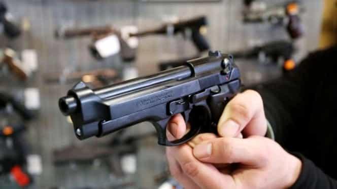 Arme pentru români! Noua lege permite românilor să-și cumpere arme letale