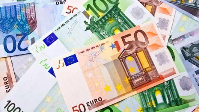 Euro coboară sub 4,49 lei, atingând un nivel minim al ultimelor patru luni