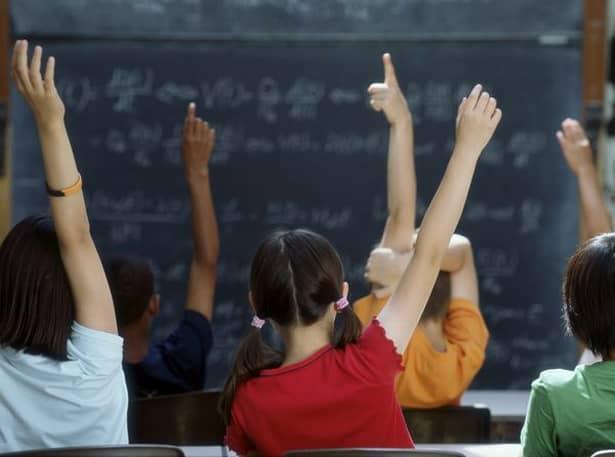 Ziua Mondială a Educației este știută ca fiind zi liberă pentru cei din clasele primare, generale și pentru liceeni. Această zi este datorată unui contract încheiat între Ministerul Educației Naționale și federațiile sindicale care sunt reprezentative învățământului.