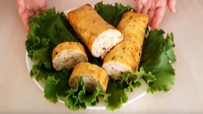 Rețeta zilei de 30 decembrie: ruladă cu carne de pui și legume, ideală pentru masa de Anul Nou