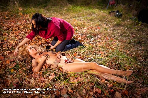 O mai ţii minte pe Xonia? Focoasa cîntăreaţă, care poza în Playboy fără inhibiţii, a dispărut subit din peisaj! Operaţiile estetice au transformat-o! Galerie foto