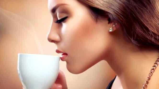 Şi tu bei cafeaua pe stomacul gol? Nimic mai rău!