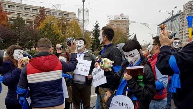 """GALERIE FOTO """"Revoluţia fiscală"""" a fost adoptată prin Ordonanţă de Urgenţă! Sute de protestatari în faţa Guvernului!"""