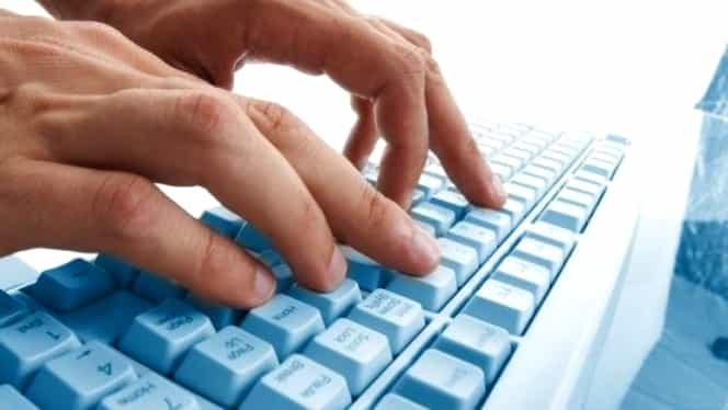 STUDIU. Ce fac românii pe internet şi cît timp petrec în mediul online