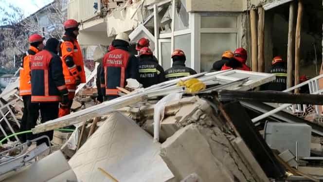 Cutremur devastator în Turcia. Seismul de 5,8 pe scara Richter a provocat prăbuşirea a 1000 de case. 10 oameni au murit