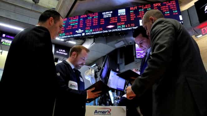 Wall Street, cel mai grav declin consemnat după 1987! Trump a vorbit despre declanșarea unei recesiuni