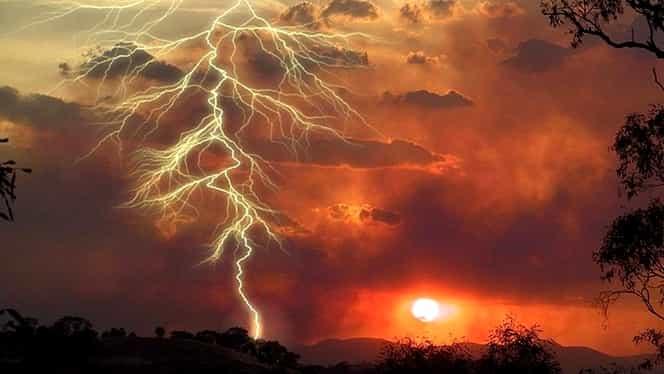 Furtuna a făcut alte victime! Doi bărbaţi din Vaslui au murit după ce au fost loviţi de fulger!