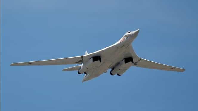VIDEO / Avioane de luptă ruseşti, antrenamente în zona arctică
