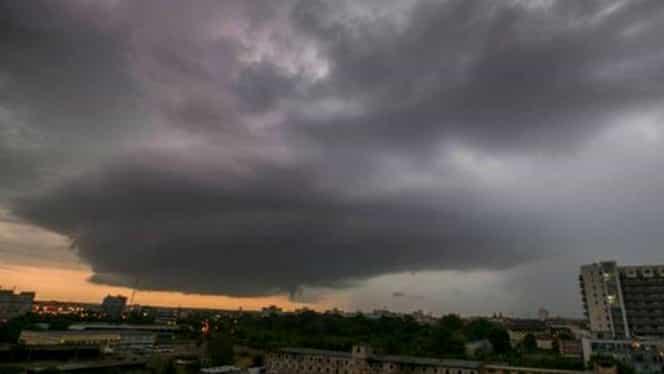 VIDEO! 200 de mii de oameni au rămas fără electricitate, în urma furtunii! Iohannis vrea să ştie cine este vinovat! GALERIE FOTO