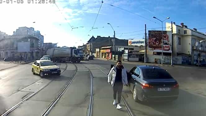 Cine este de vină în cazul incidentului dintre tramvai și autoturism! S-a lăsat cu o amendă usturătoare Video