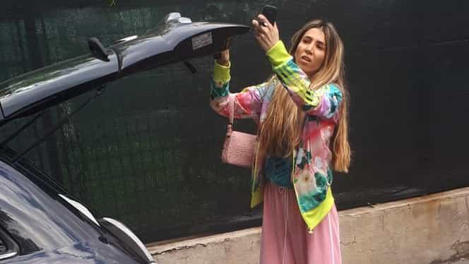 Silvia are stil si când închide portbagajul maşinii!
