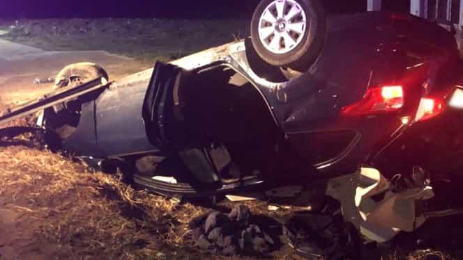 Accident grav în localitatea Voinești! O mașină a lovit un cal nesupravegheat. Un pasager și animalul au murit