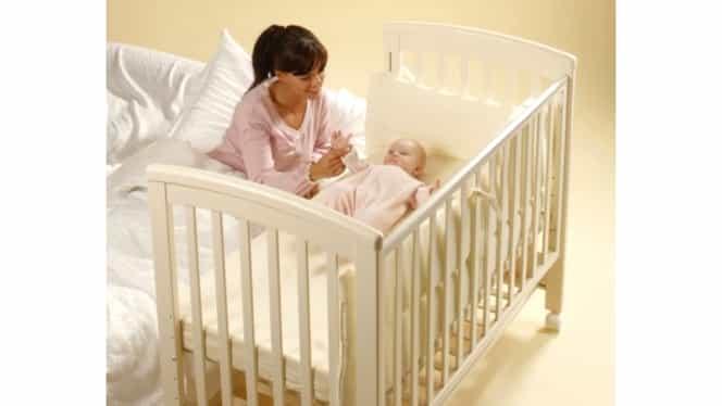 Bebeluşul tău doarme singur în pătuţ? Nimic mai rău! Vezi la ce boli este predispus!