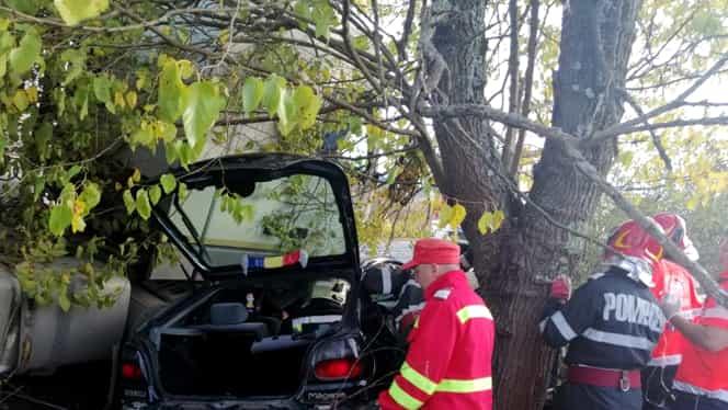 Accident grav în Caraș Severin! Trei persoane au fost transportate de urgență la spital