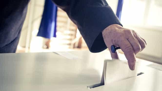 Sondaj INSCOP: Daca duminica ar fi alegeri, doar 3 partide ar intra in Parlament