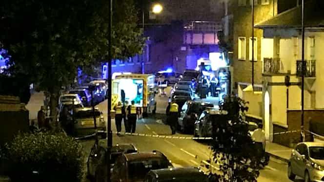Atac armat în faţa unei staţii de metrou din Londra. Un mort şi doi răniţi este primul bilanţ