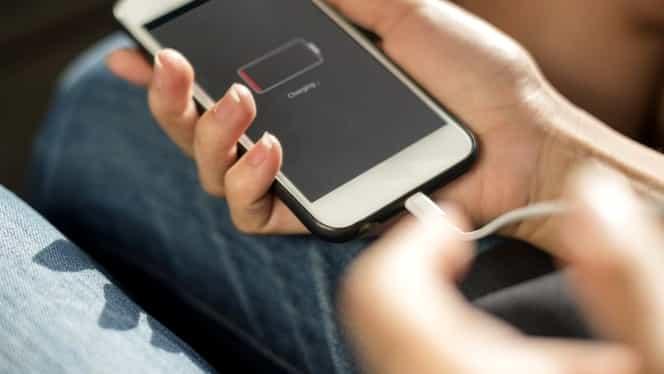 Lovitură dură primită de Apple. Parlamentul European dorește un încărcător universal pentru telefoane