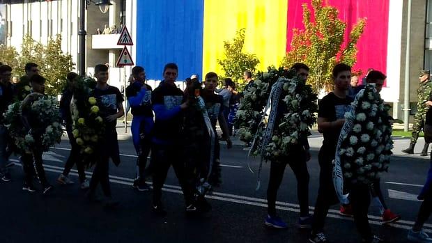 Ilie Balaci a murit duminică dimineață, iar slujba de înmormântare a avut loc azi, 23 octombrie 2018. Fostul fotbalist al Universității Craiova a sfârșit din viață din cauza unui infarct miocardic, dar și al unei insuficiențe respiratorii.