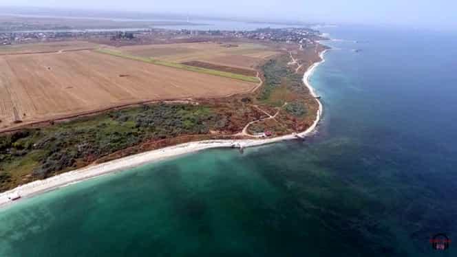 Plaja sălbatică de pe Litoralul românesc, cu apă turcoaz