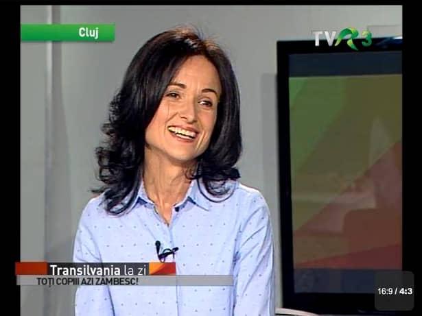"""Strigătul disperat al unei prezentatoare TV din România: """"Cu media 9.83, Mădălina mea a luat doar MENŢIUNE"""". Care e MOTIVUL CIUDAT"""