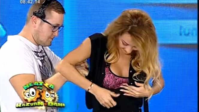 """Flavia a comis-o la """"Neatza""""! A crezut că a ieşit din direct şi a început să se schimbe! Toată România a văzut-o dezbrăcată!"""