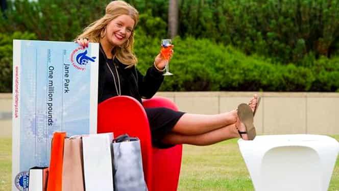 Vrea să dea în judecată loteria care a făcut-o milionară! Ce a păţit cea mai tânără câştigătoare! GALERIE FOTO
