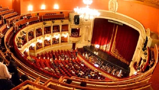 Incident la Opera Română! Bucăți de sticlă din abajur au căzut peste spectatori!