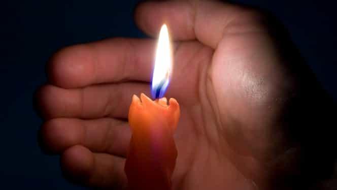 Superstiţii de Paşte. Un preot spune ce înseamnă dacă ţi se stinge lumânarea în drum spre casă