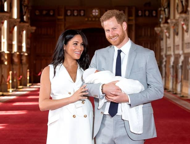 Ce i-a spus în șoaptă Prințul Harry lui Meghan la prezentarea bebelușului regal?