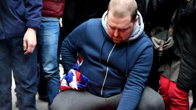 Steagul Uniunii Europene, ars de britanici cu câteva ore înainte de Brexit