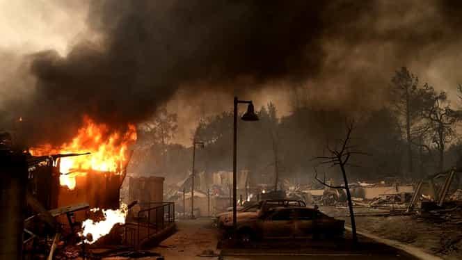 Update. Nu mai puţin de 40 de persoane au murit, iar alte sute sunt date dispărute după incendiile din California. 100.000 de oameni au fost evacuaţi!