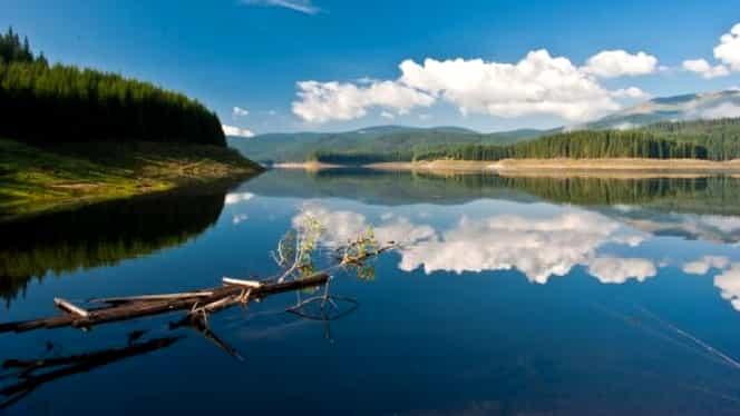 Vacanță la Lacul Oașa. Singurul loc unde vei avea parte de liniște și de o priveliște superbă