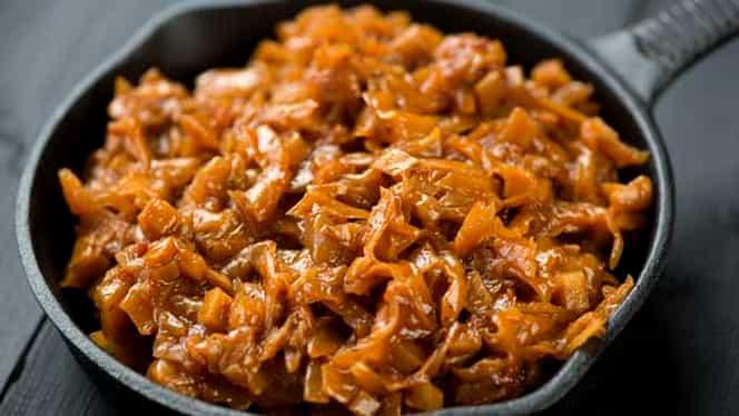 Reţetă de weekend: varză calită ca-n Ardeal. Este delicioasă şi uşor de pregătit