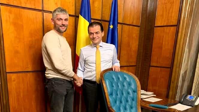Românul din Suedia cu plăcuțele anti-PSD s-a fotografiat cu Ludovic Orban și s-a decis să revină în țară