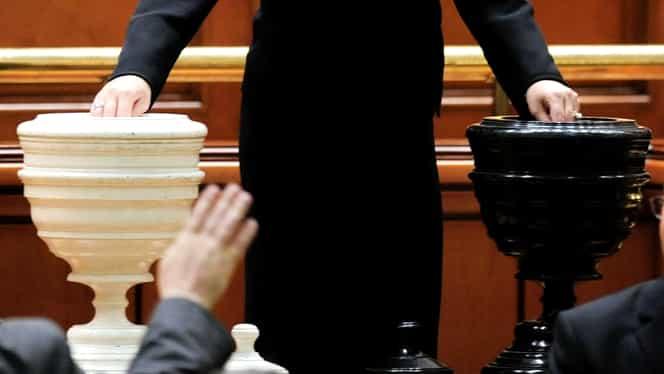 Ce este o moțiune de cenzură și care sunt condițiile pentru a trece în Parlament