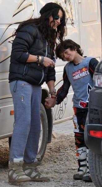 Cum arată Ayan, fiul Mihaelei Rădulescu, la nici 15 ani! Juri că a ieșit cu iubitul la plimbare!