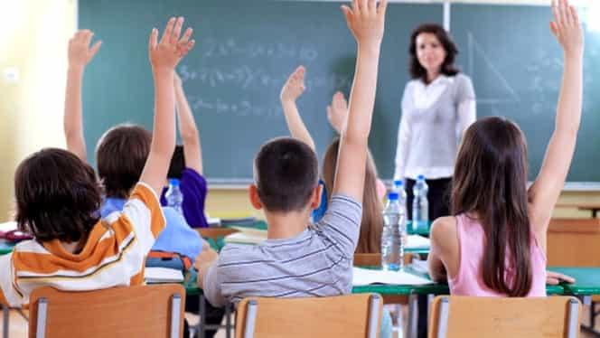 Clopoţelul sună pe 11 septembrie! Anul şcolar are 36 de săptămâni de cursuri