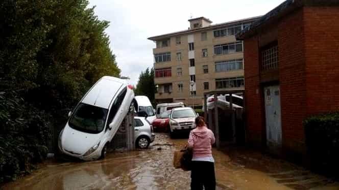 Stare de calamitate în Italia. Oraşul Livorno, devastat de o furtună