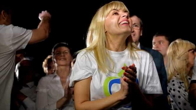 Elena Udrea a petrecut alături de Adi Minune! Iubita lui Adrian Alexandrov a dansat pe manele vechi