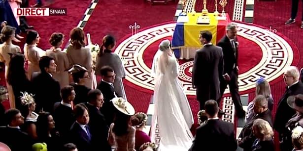 """""""Nunta de astăzi este specială, după 70 de ani avem o nuntă regală, principele Nicolae este unicul moștenitor pe linie masculină a regelui Mihai, iar Sinaia înseamnă simbolul regalității, ceea ce înseamnă că familia regala are continuitate. Foarte multă lume pe bulevard, mulți ne-au sunat și ne-au întrebat unde se ține nunta. Biserica nu e întâmplătoare. Le urez casă de piatră. Ei s-au ocupat de pregătire, eu doar i-am ajutat, cu inchiderea bulevardului. Am luat măsuri de siguranță"""", a declarat edilul."""