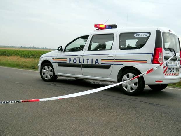 Un microbuz cu copii, lovit în plin de o mașină. Echipajele ISU au intervenit la locul accidentului