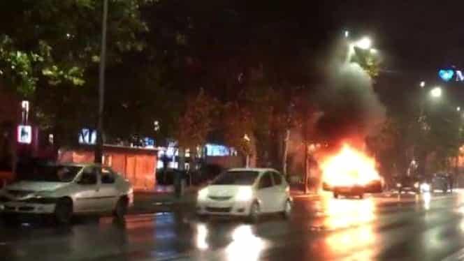 Video. Maşină în flăcări, în centrul Capitalei!